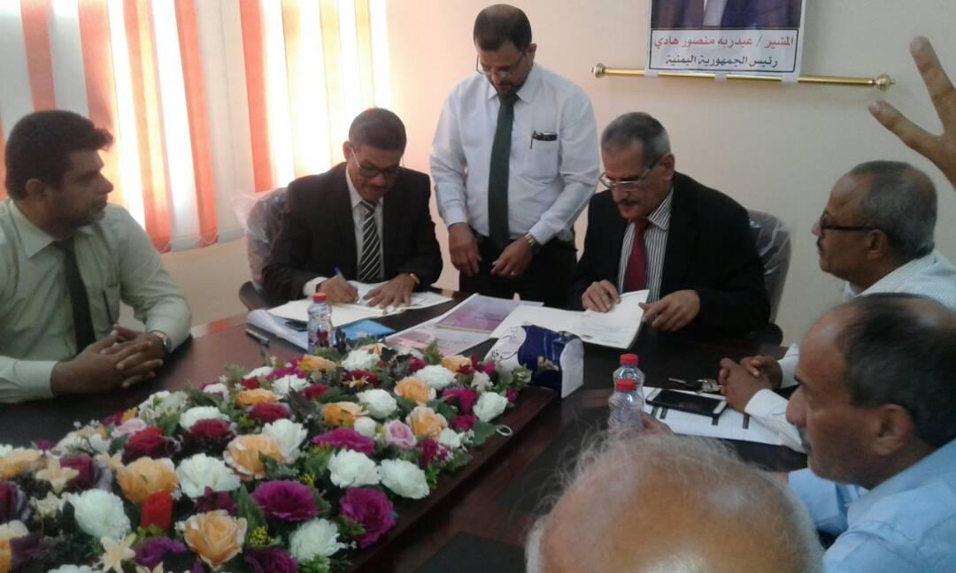 وزير التربية والتعليم يوقع عقد طباعة الكتاب المدرسي