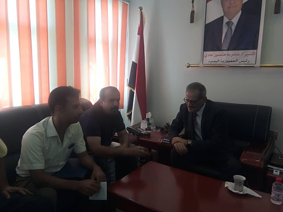 وزير التربية والتعليم د. عبدالله لملس يلتقي نقابة المعلمين والسلطة المحلية بمديرية البريقة