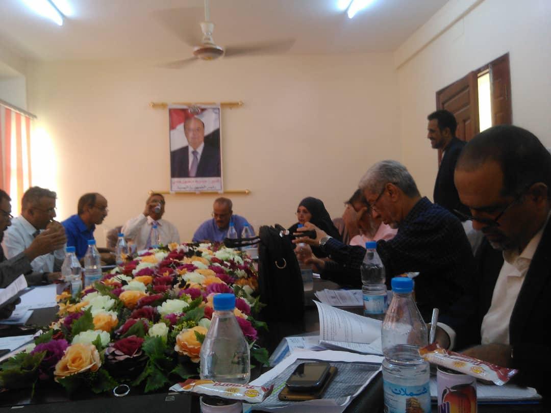 برئاسة الوكيل د. الصوفي اللجنة العليا للاختبارات الوزارية تعقد اجتماعها الأول