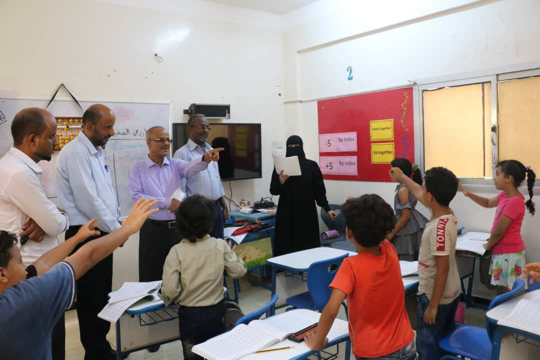 الوكيل الصوفي في زيارة تفقدية لمدرسة سماء عدن