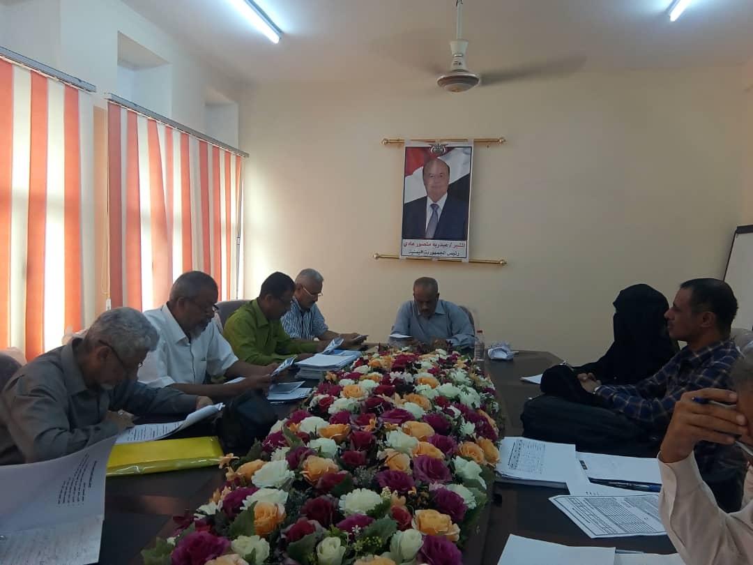 برئاسة د. الصوفي : اجتماع اللجنة الفنية لدمج المناهج والكتب الدراسية