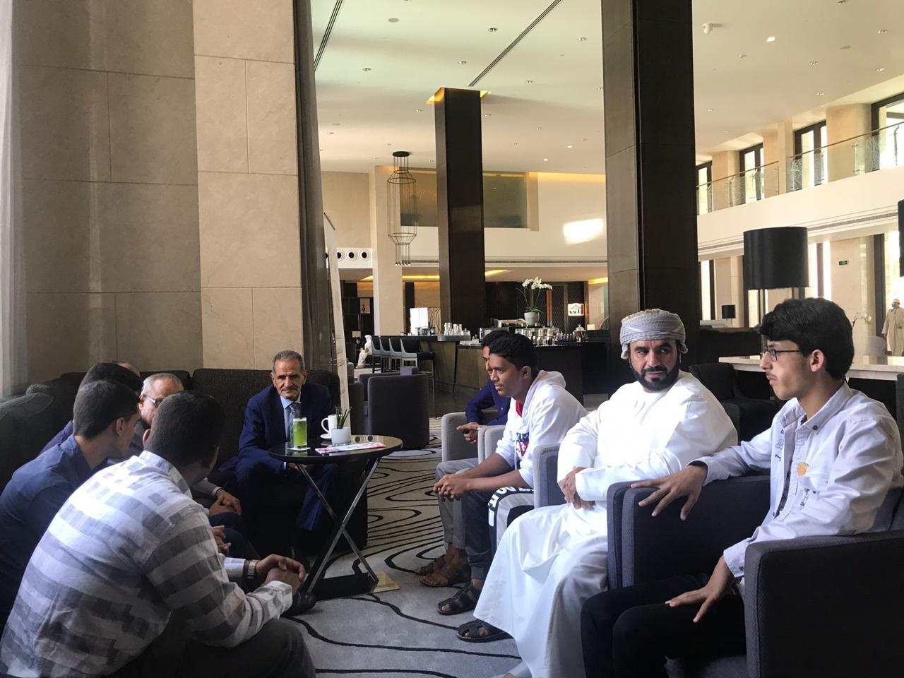 وزير التربية والتعليم د.عبدالله لملس يزور الطلاب المشاركين في الاولمبياد بمسقط