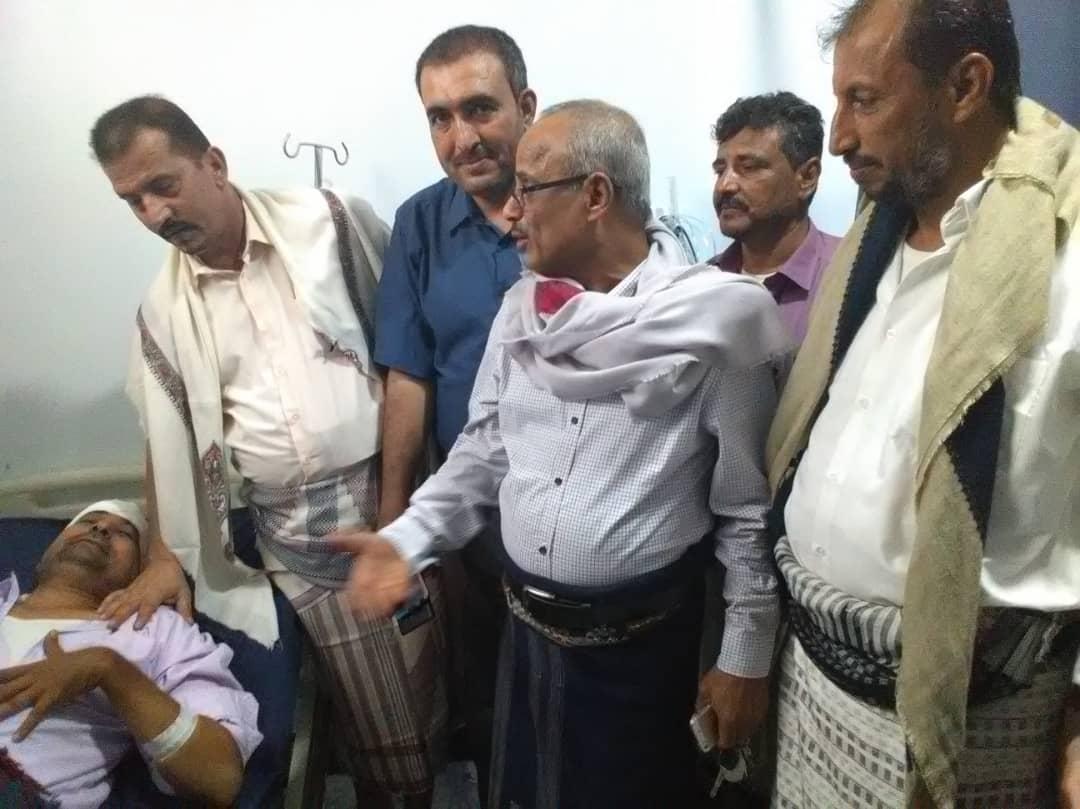 الدكتور الصوفي يطمئن على صحة مدير مكتب التربية والتعليم بأبين الدكتور وضاح المحوري