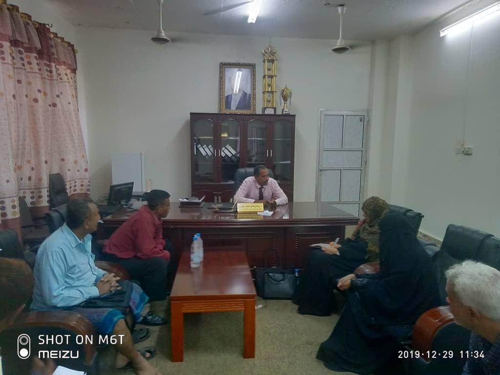 مدير عام رياض الأطفال تلتقي بمدير مكتب التربية بأبين وتناقش معه سبل التطوير