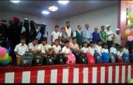 مستشار المحافظ للمنظمات ومدير تربية لحج يدشنا توزيع 5000 حقيبة مدرسية مقدمة من مركز الملك سلمان .