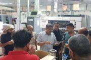 د. باسليم يكرم عمال الطباعة بالنوبة الليلية