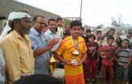 الدكتور الزعوري يشهد المباراة النهائية لكرة القدم للمدارس الأهلية ويتفقد مخازن التربية .