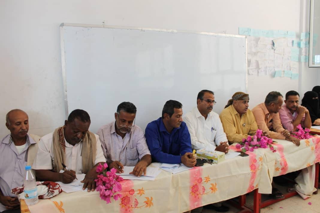 الدكتور الزعوري يحضر جانباً من اجتماع تحضيرية صندوق التكافل الطبي لمعلمي الحوطه وتبن