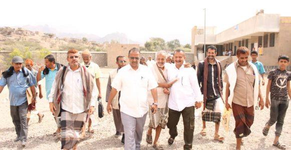 في زيارة تعد الأولى لمدير تربية.. الدكتور الزعوري يزور مدارس مخران بمسيمير الحواشب بلحج