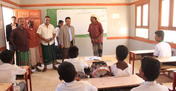 الوكيل عبدون يفتتح مختبرأً علمياً ويتفقد سير الدراسة بعدد من مدارس مديرية ارياف المكلا
