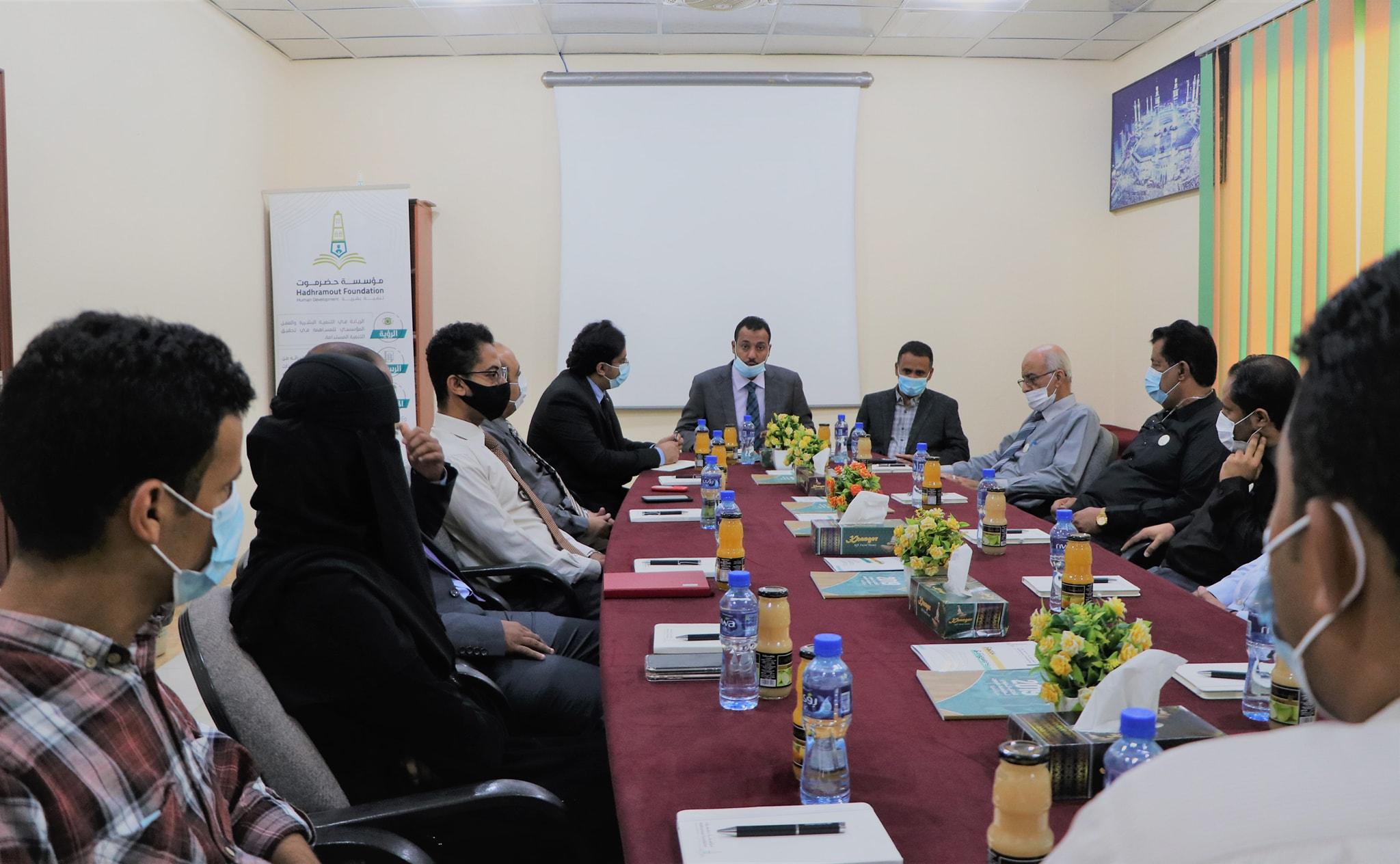 وزير التربية يبحث سبل التعاون والشراكة مع مؤسسة حضرموت- تنمية بشرية