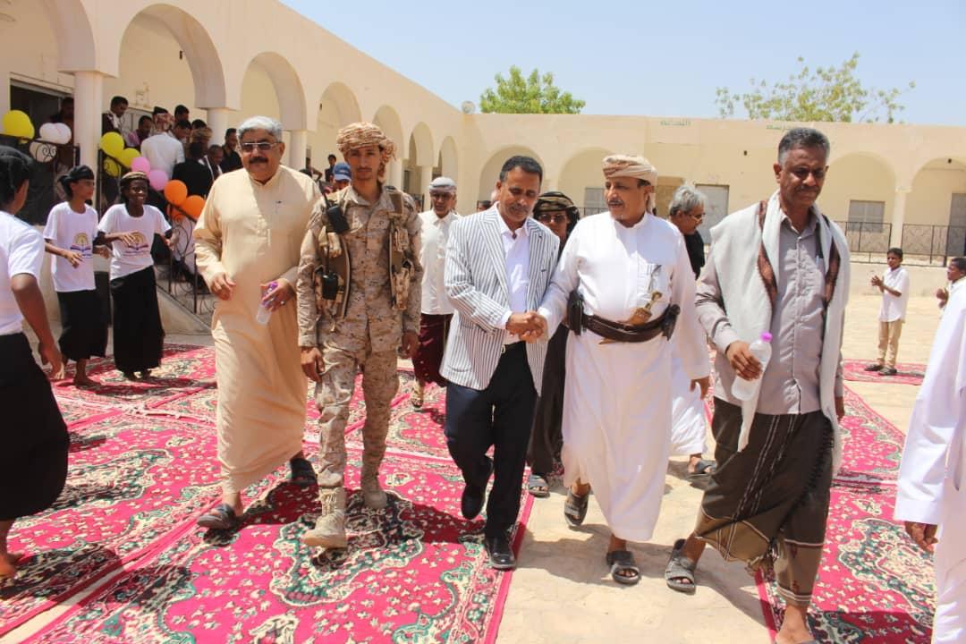 عبدون يختتم زيارته بافتتاح (٦) مشاريعَ تربويةٍ بوادي العين وحورة بإجمالي ( ٥٨) مشروعاً تَمَّ افتتاحُها بوادي وصحراء حضرموت