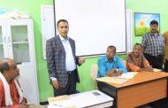الوكيلُ عبدون يدشِّنُ بدء عمليةِ  تجديدِ عقودِ متعاقدي القطاعِ التربوي والتعليمي بمديريةِ مدينة ِالمكلا