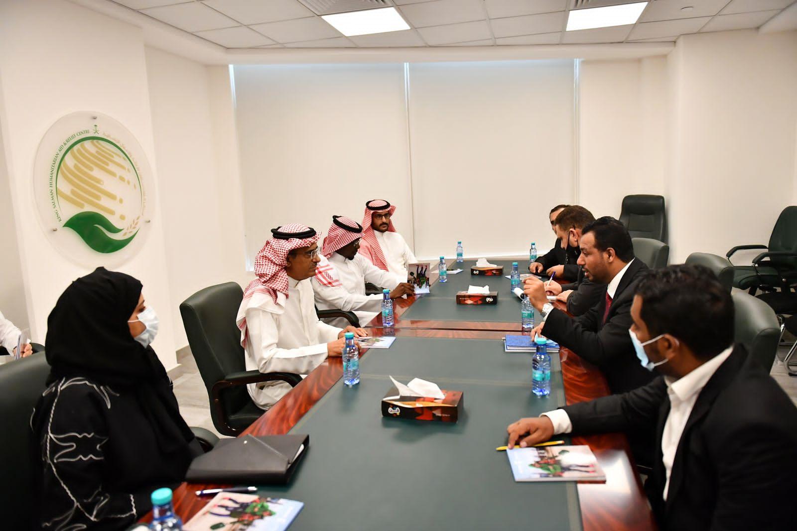 وزير التربية يناقش مع مركز الملك سلمان برامج دعم المعلمين والمشاريع التعليمية
