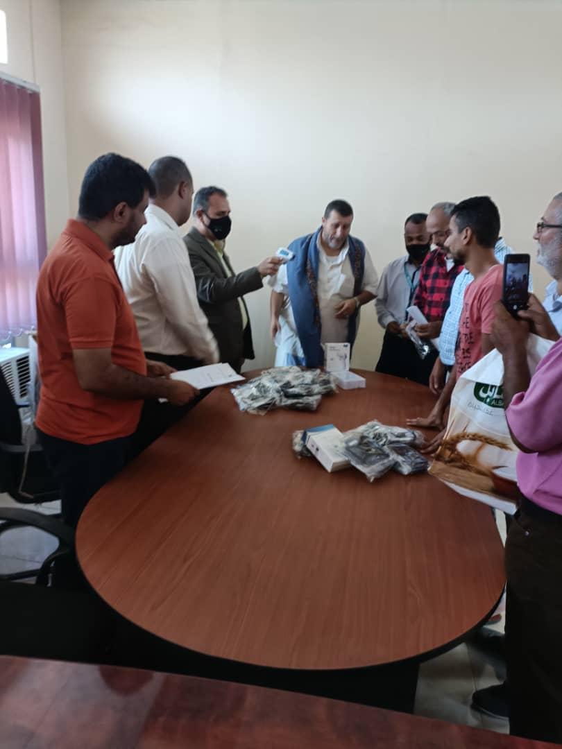 قطاع المشاريع والتجهيزات بوزارة التربية والتعليم يوزع مواد وقاية من كورونا